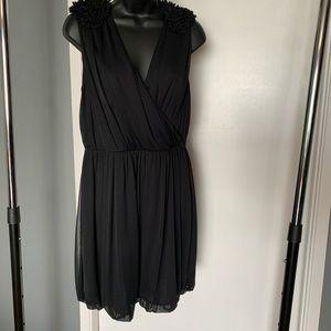 lk nw H&M black ruffle shoulder v neck dress 6/$14